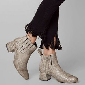 GREY CHELSEA LEATHER ANKLE BOOT FREEBIRD BY STEVEN